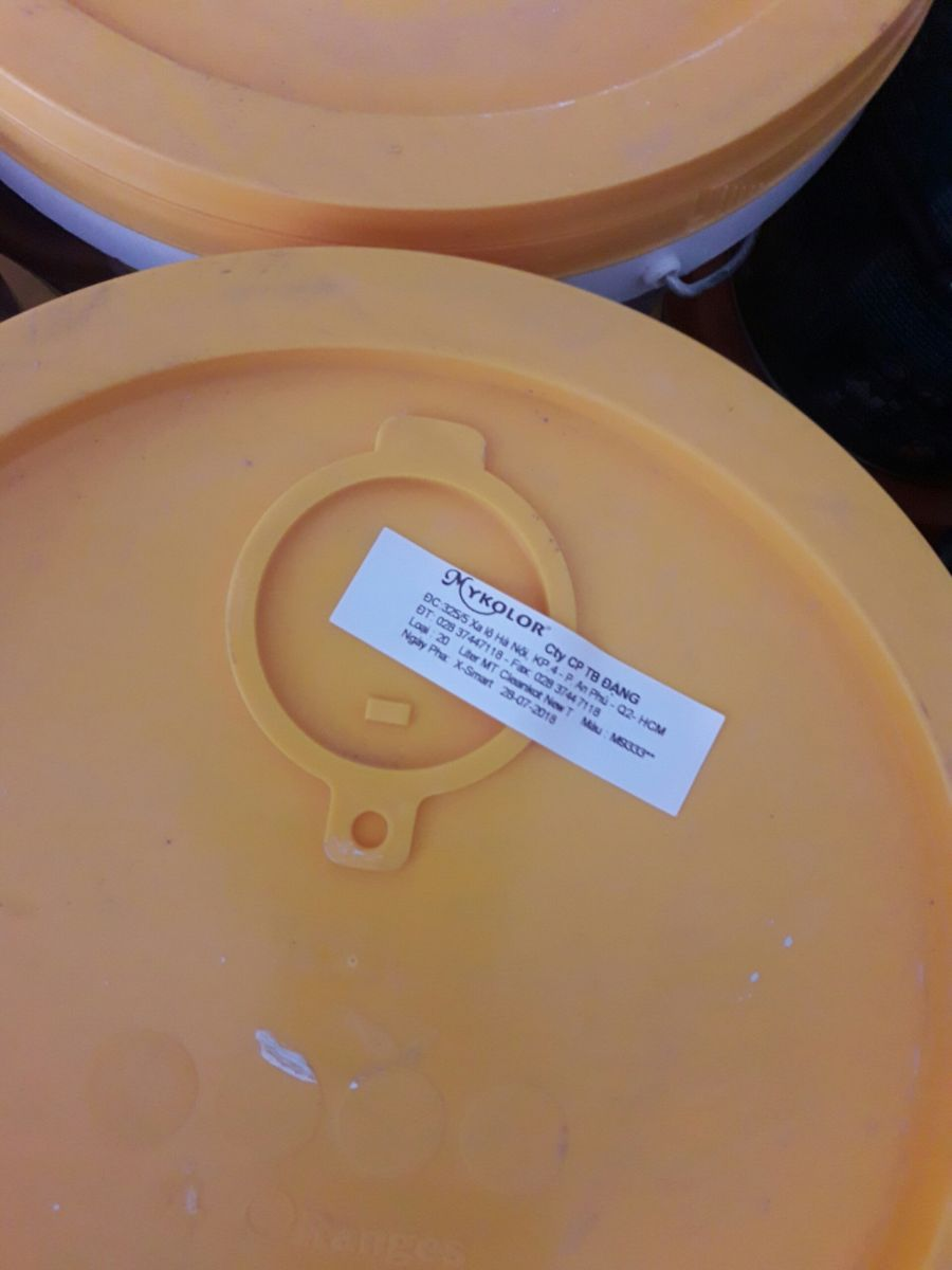 dán mã số màu sơn Mykolor lên thùng